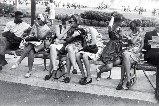 Garry Winogrand, World's Fair 1964 (masters-of-photography.com) - Street Photography